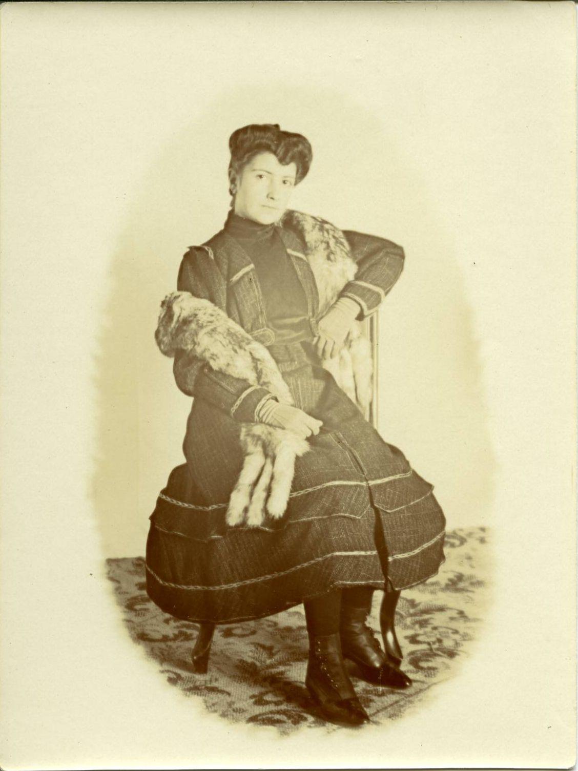 zp.-Emilia, sobrina del pintor en el domicilio familiar 1913