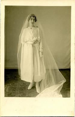 zs.-Emilia, sobrina del pintor, de novia 1921