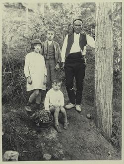 zb.-Los hijos con el Sr.Torres