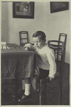 zf.-Pedro, hijo del pintor, en el domicilio familiar en 1927