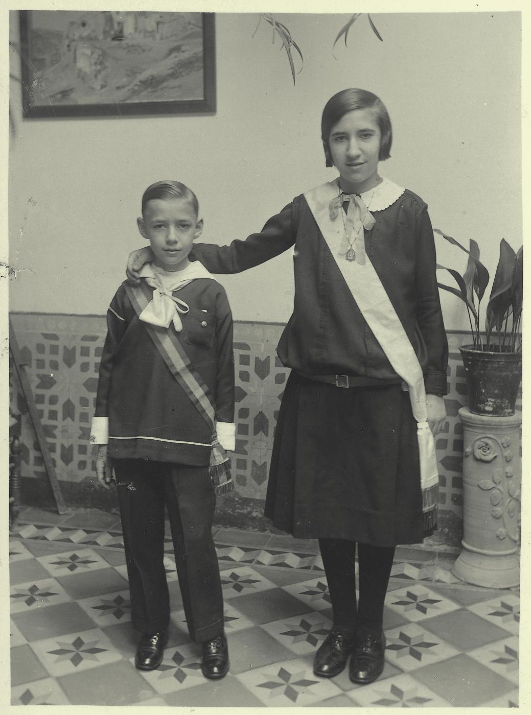 zg.-Pedro y Antonia  con el uniforme de ursulinas 1929