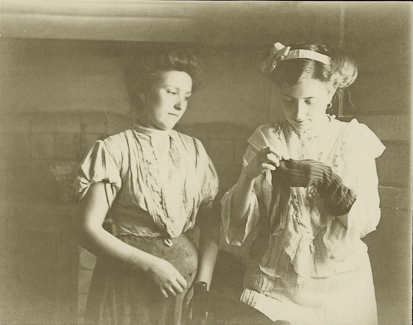 zl.-Josefa hermana del pintor con la sobrina de ambos:Emilia