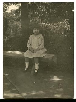 v.-La hija del pintor en el Jardín Escolar