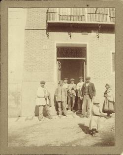 a.-Obreros en la casa del artista. Plaza de San Justo