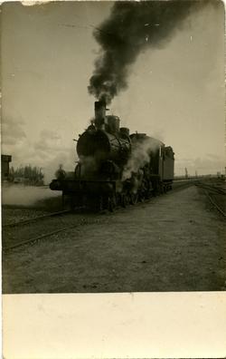zk.-Locomotora en las cercanías de la estación
