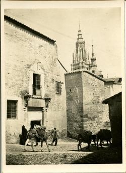 za.-Puerta del pasadizo de Balaguer en la calle de la Ciudad
