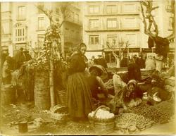 m.-Mujeres bargueñas en el Mercado del Martes