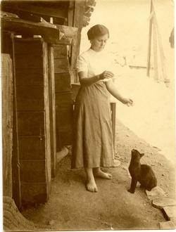 n.-Pescadora del río Tajo alimentando a un gato