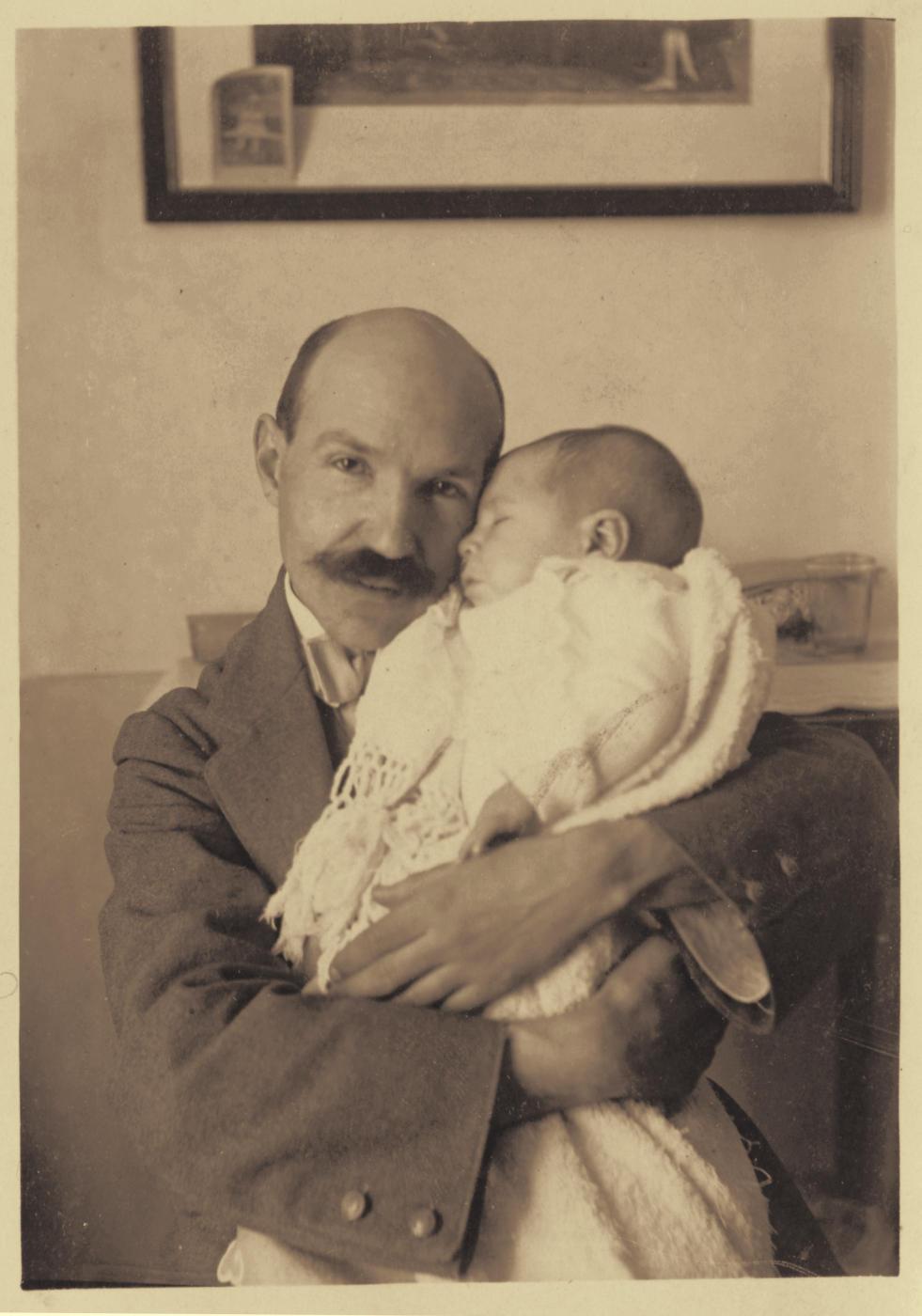 o.-Pedro Román con su hijo