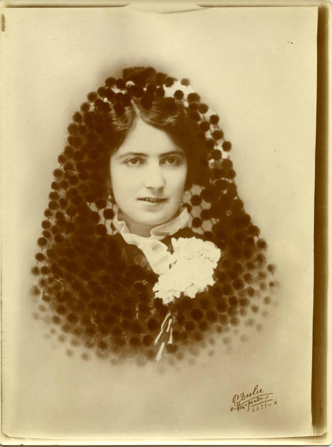 zq.-Emilia sobrina del pintor 1914*