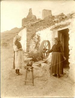 z.-Mujer hilandera en Alcaraz (Albacete)