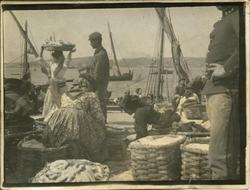 ñ.-Personas en un puerto pesquero
