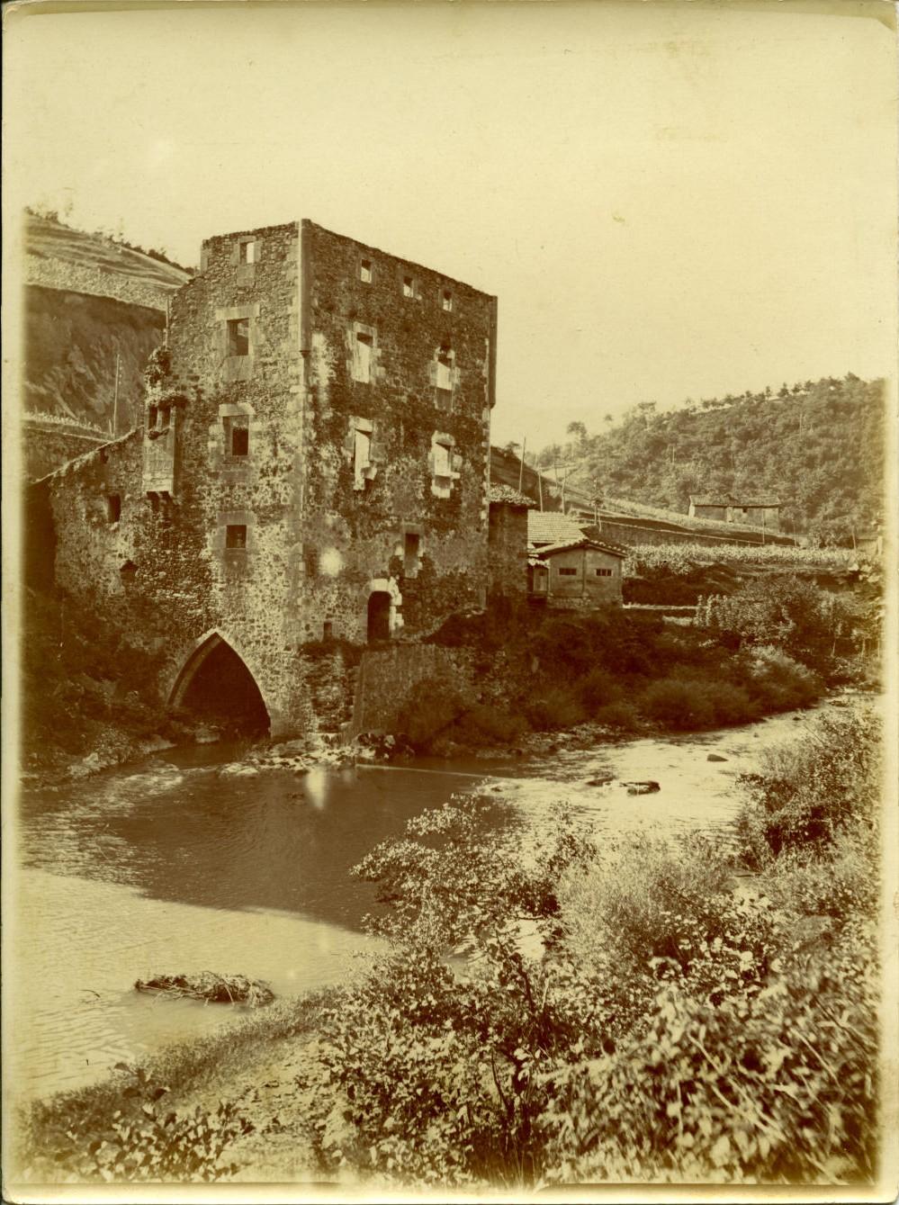 q.-Torre de Andonaegui, en Alzola, (Guipúzcoa)