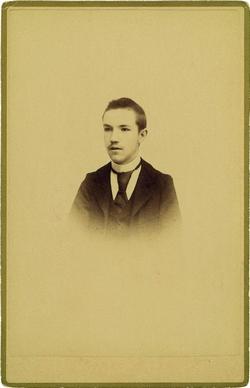 k.-Pedro Román Martínez de adolescente. Año 1900*