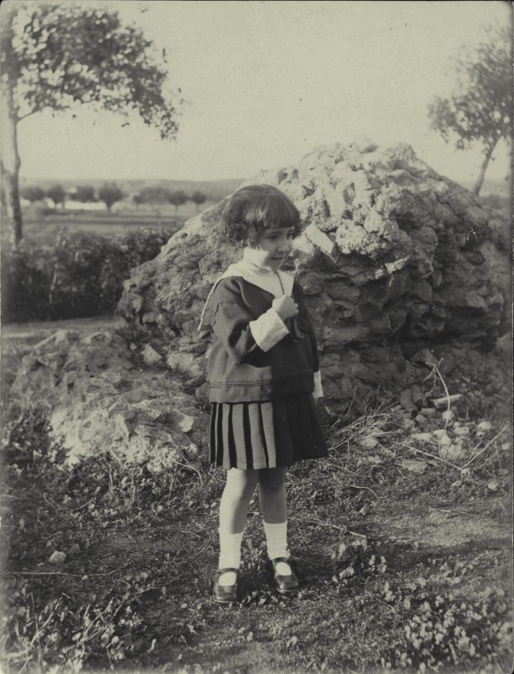 x.-Antonia, hija del pintor, en el Circo Romano 1922