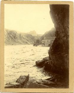 l.-Al fondo, el Convento de los Gilitos y los Molinos