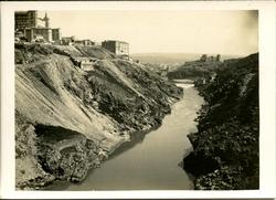 y.-Panorámica del río
