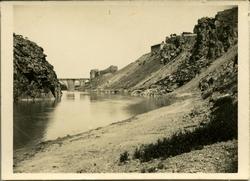 zc.-El río con el Puente de San Martín al fondo