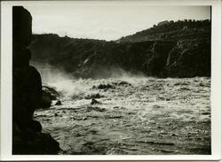 ze.-Presa del Gaitán: Crecida del río