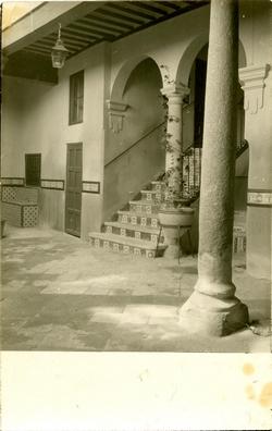 q.-Patio de la Casa del Maestro. Año 1928