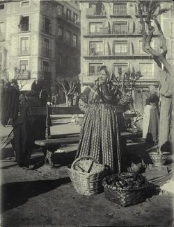 h.-Vendedora en el Mercado del Martes