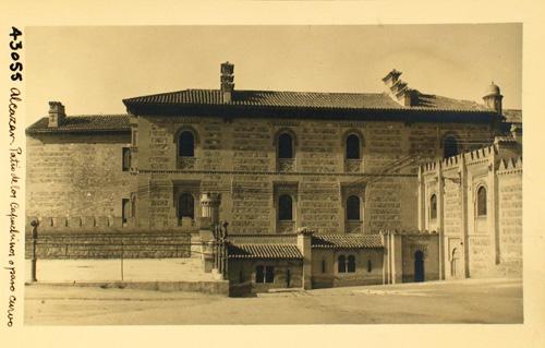 43055-El Alcázar. Patio de los Capuchinos o paso curvo