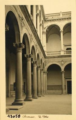 43058-Galería del patio del Alcázar