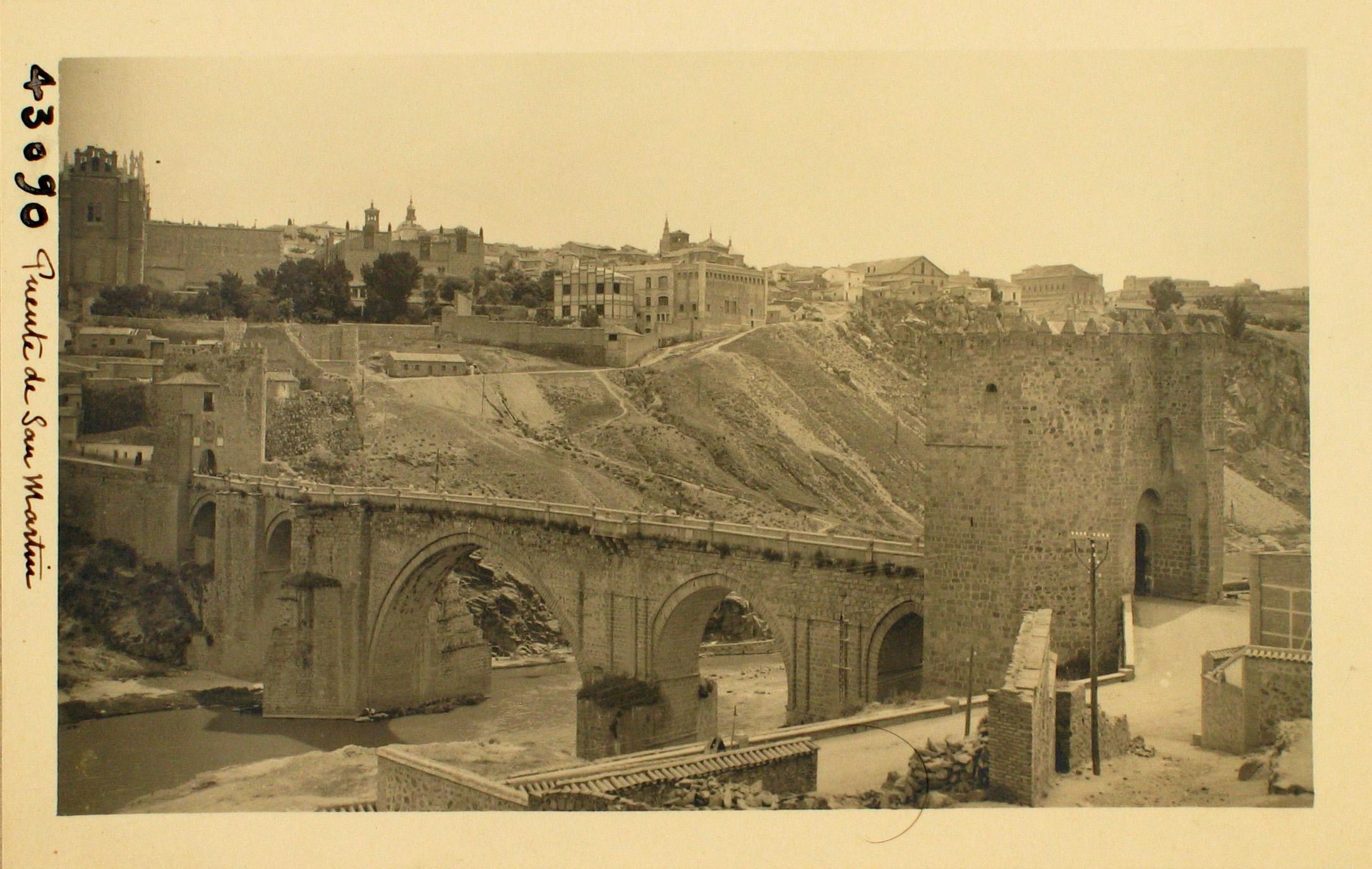 43090-Vista general del Puente con la ciudad al fondo