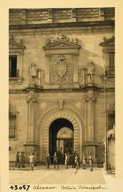43057-Portada principal del Alcázar
