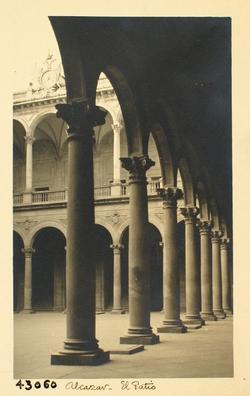 43060-Galería norte del patio del Alcázar