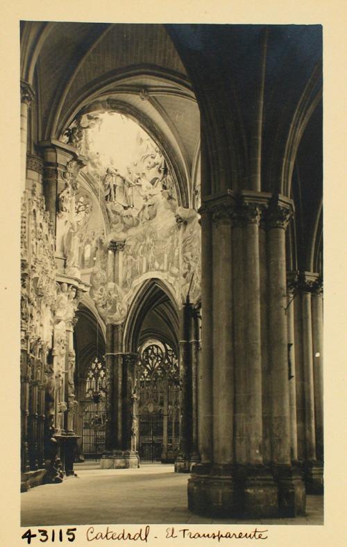 43115-Bóveda perforada para dar luz al Transparente
