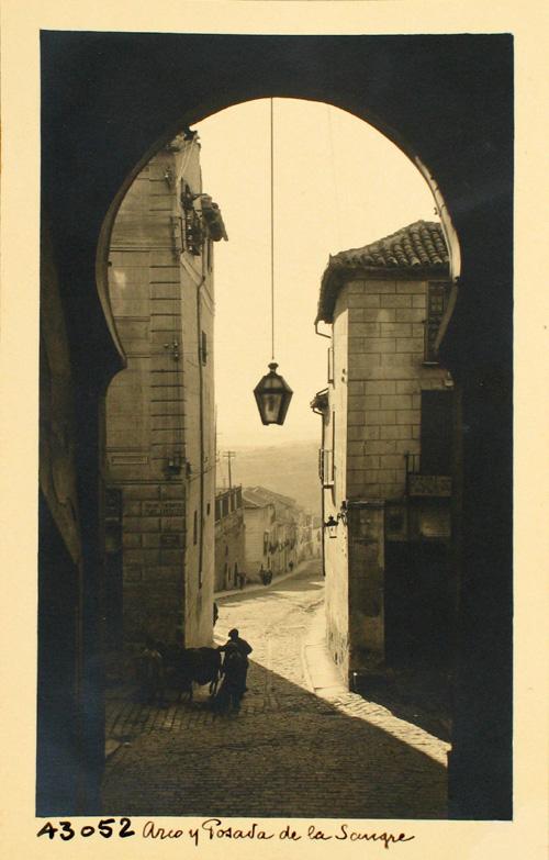 43052-Vista de la calle Cervantes desde el Arco de la Sangre