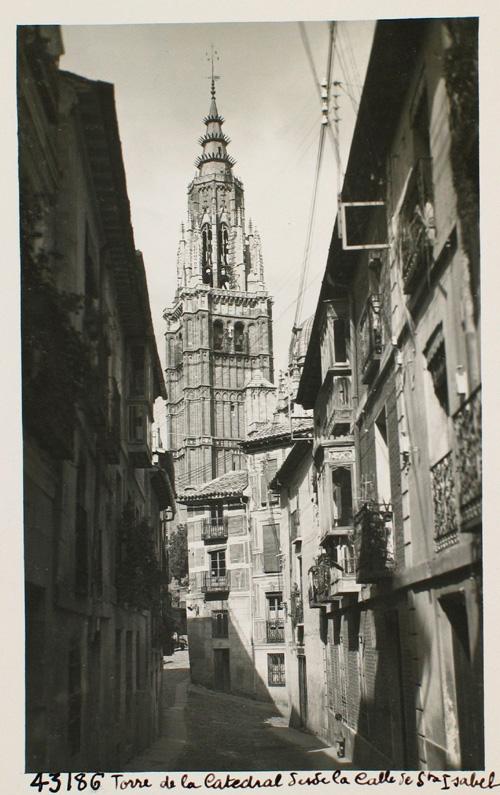 43186-Torre Mayor desde la calle de Santa Isabel