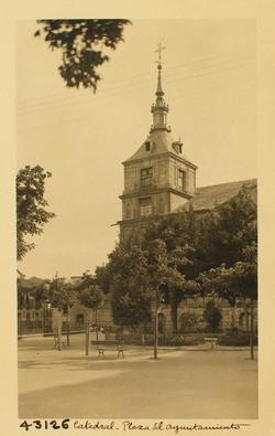 43126-Plaza y torreón sur del Ayuntamiento
