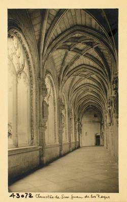 43072-S. Juan de los Reyes. Claustro y puerta al convento
