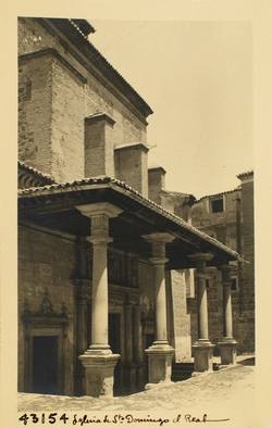 43154-Santo Domingo el Real. Pórtico de la iglesia