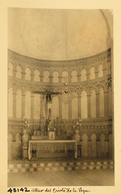 43142-C.V. Interior de la Ermita. Presbiterio