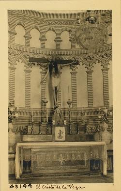 43144-C.V. Altar e imagen del Cristo, en toma más cercana
