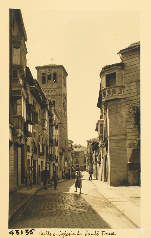 43136-Calle de Santo Tomé y torre de la iglesia