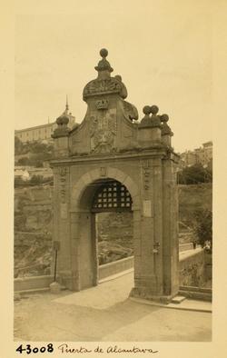 43008- Puerta sur del Puente de Alcántara