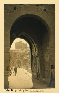 43011-P.A. Interior de la puerta N con S. Servando al fondo
