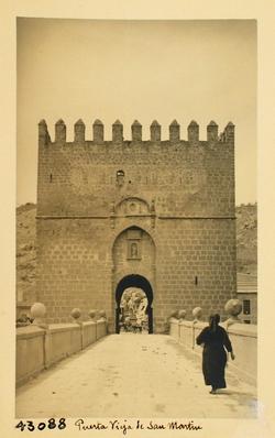 43088-Puerta O en el torreón del Puente de San Martín