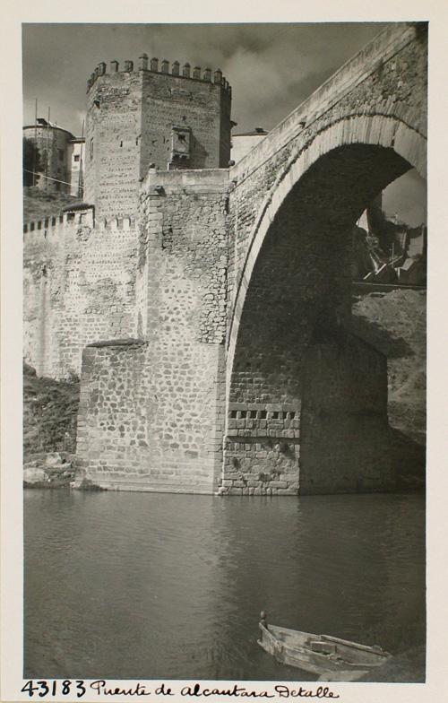 43183-Arco central del Puente de Alcántara. Detalle