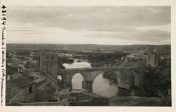 43194-Puente de S. Martín, cauce del río y al fondo la Vega