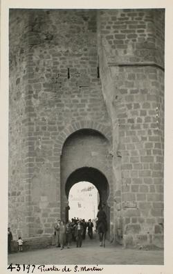 43197-Puerta exterior del torreón O del Puente de S. Martín
