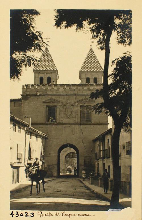 43023- Puerta de Bisagra desde la C/ Real del Arrabal