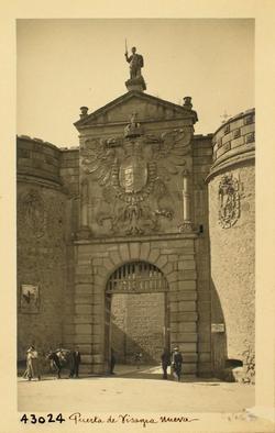 43024-Puerta de Bisagra. Detalle de la fachada exterior