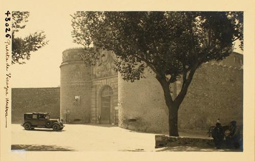 43026-Exterior de la Puerta de Bisagra. Vista lateral
