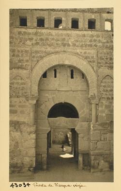 43034-Puerta de Alfonso VI. Detalle de la portada
