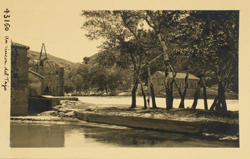 43160-Vista del Tajo, los molinos del Hierro y Saelices
